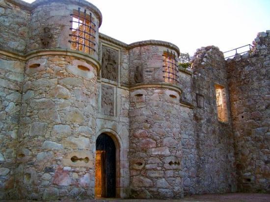 tolquhon-castle-tarves